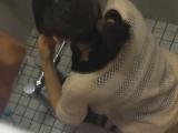 トイレ_素人_お銀さんの洗面所突入レポート!!vol.72_あのかわいい子がついフロント撮り実演_盗撮_覗き_中村屋_12